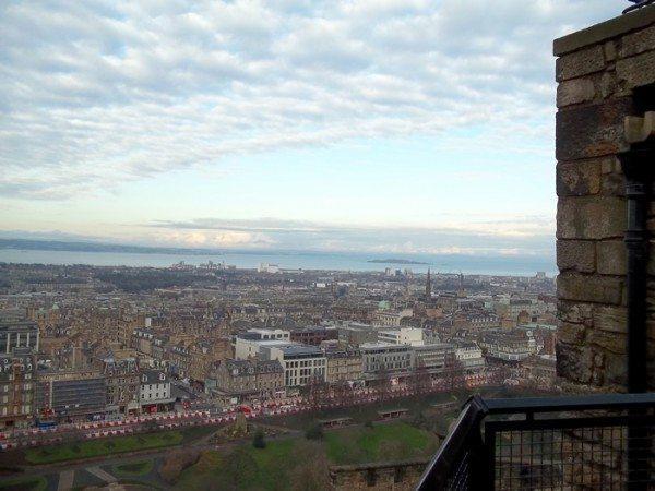 female packing list for a winter weekend in Edinburgh